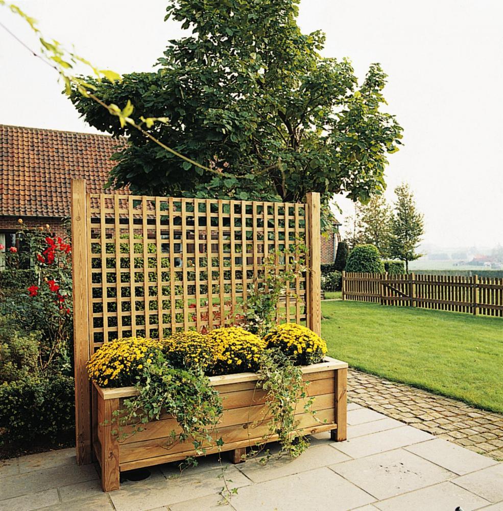 poser une clôture en bois sur un muret